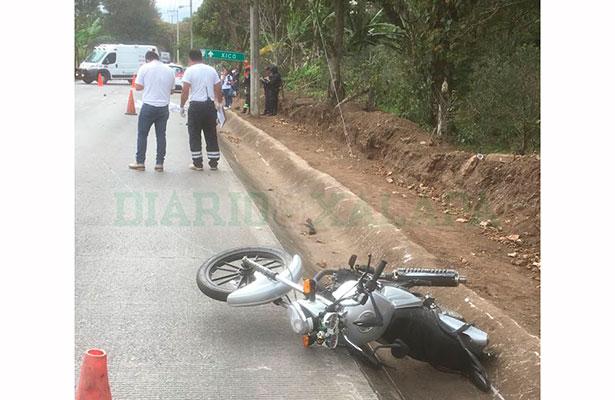 Motociclista muere en la carretera a Xico