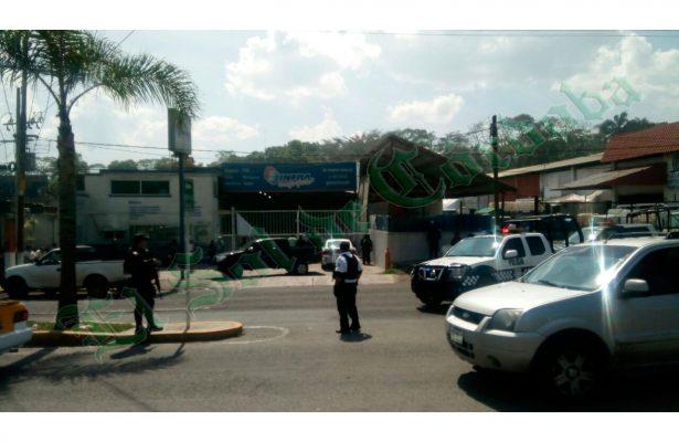 Elementos policiacos detienen a dirigente cafetalero