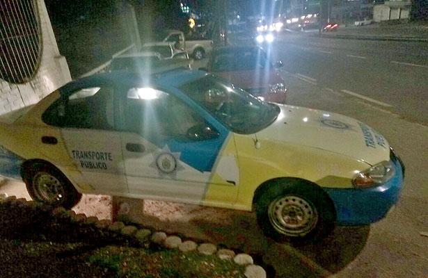 Tras operativo, acusan a líder taxista de daños a patrulla