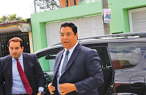 Gabriel Deantes acude a Tribunal Colegiado