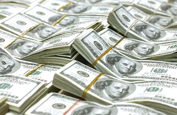 Dólar se recupera, se vende hasta en 18.10 pesos en bancos capitalinos