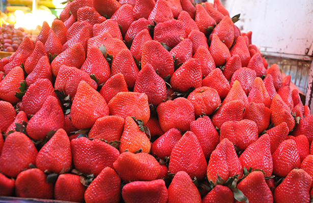 Rematan fresa y aguacate en la Central de Abasto de Celaya
