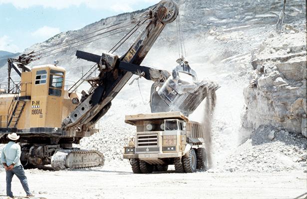 Habitantes en Puebla protestan contra una minera canadiense