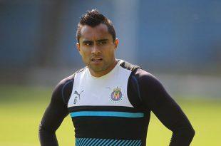 Buscaremos que Chivas levante más trofeos: Aris Hernández