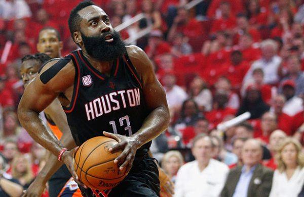 Harden y los Rockets apalearon al Thunder de Westbrook