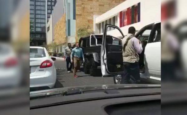 Captan A Canelo Paseando En Lujosa Camioneta