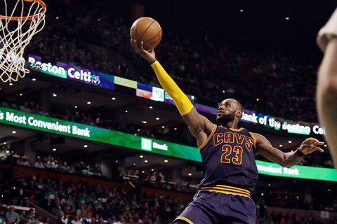 LeBron supera a Jordan como máximo anotador en Playoffs