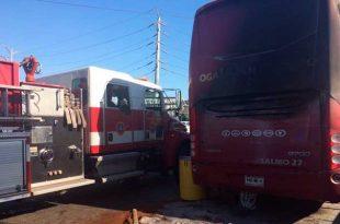 Se incendia camión de Necaxa en Monterrey