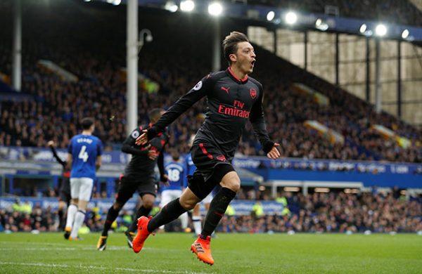 Arsenal oficializó la renovación de
