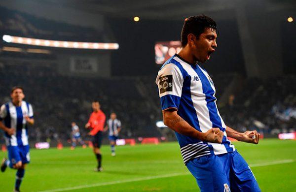 #Video Golazo de Héctor Herrera deja al Porto al borde del campeonato