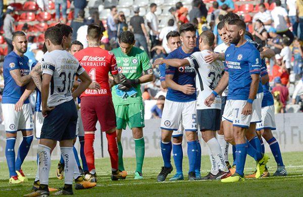 Cruz Azul no tuvo compasión de Pumas y los golea 4-1