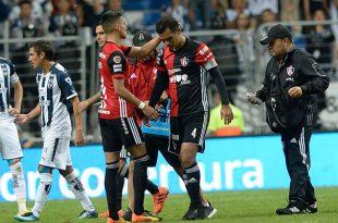 Afición de Rayados dedica emotiva ovación a Márquez
