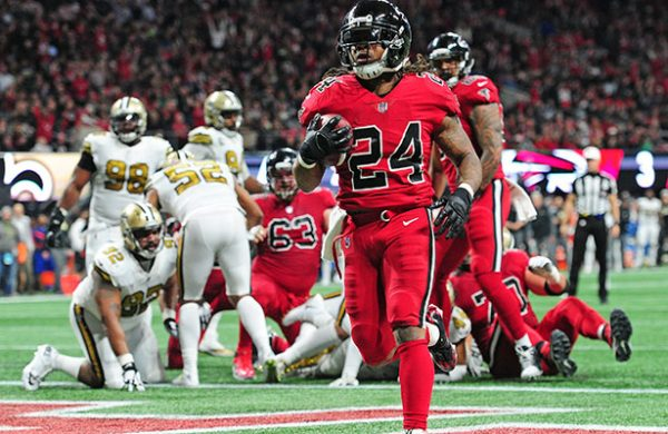 Falcons rescata triunfo ante Saints