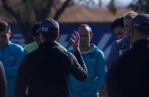 Landon Donovan trollea a Luis Montes por su estatura