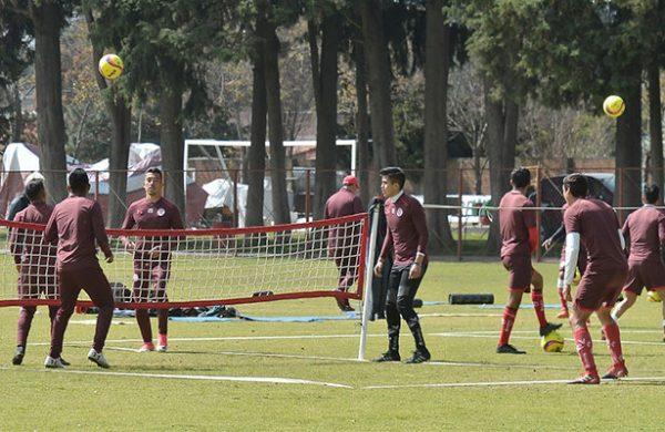 Velázquez reconoce que han quedado a deber en lo futbolístico
