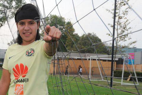 Lucero Cuevas peleará por el liderato de goleo