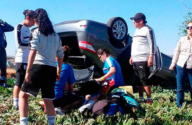 Sólo fue el susto, jugadoras de Gallos Femenil sufren accidente