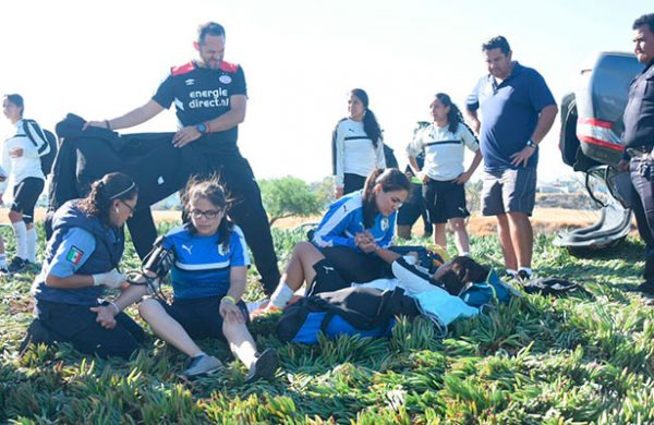 Jugadoras de Gallos sufren accidente automovilístico