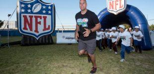 Jugadores de la NFL dan clínica a niños en Oaxtepec