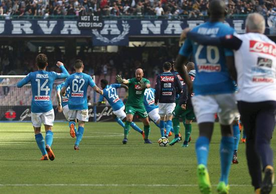 Nápoli le ganó a Chievo Verona y sigue en la pelea