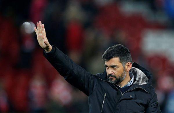 Técnico del Porto critica a Osorio por regresarle a sus jugadores lesionados