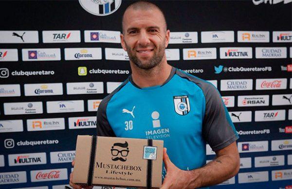 'Tito' Villa anuncia su retiro del futbol