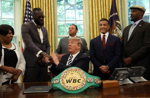 Da Trump indulto póstumo al primer campeón pesado afroamericano