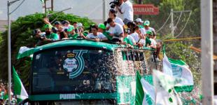 Santos paraliza Torreón con desfile de campeones