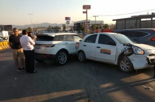 Jugador de Santos provoca accidente en Torreón