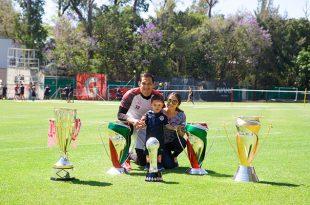 Cota se despide de la afición de Chivas con emotivo mensaje