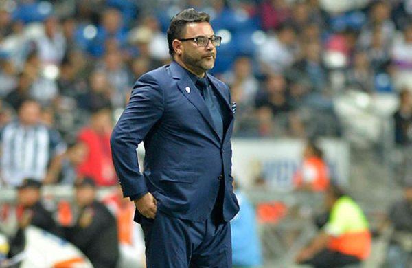 'Turco' Mohamed renuncia a la dirección técnica de Rayados