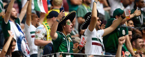 Selección Mexicana recibe serenata de los aficionados 4a582b1d1c03b