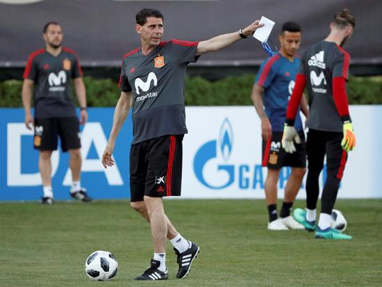 Hierro cumple su primer entrenamiento con España