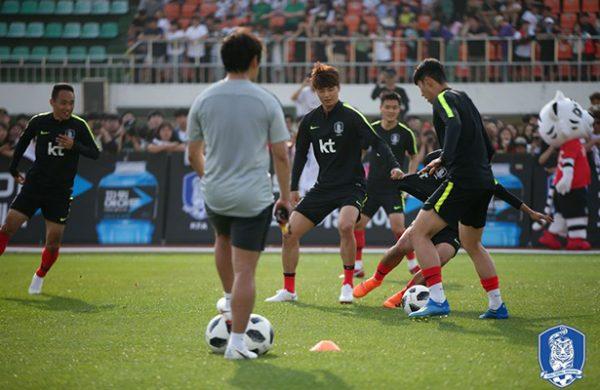 Selección surcoreana viaja a Europa para preparar el Mundial de Rusia