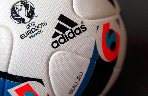 El exfutbolista francés Zinedine Zidane desveló hoy en las redes sociales  cómo será el balón oficial de la Eurocopa que albergará Francia el año  próximo b19cbd24dc053