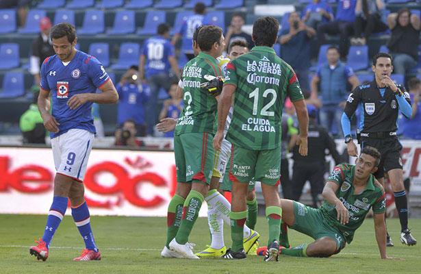 EL no sacar un resultado positivo ante Jaguares caló en el plantel de Cruz  Azul. Roque Santa Cruz ad2dbdbce14d2
