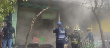 [Videos] Incendio consume local en la Merced; hay 3 muertos