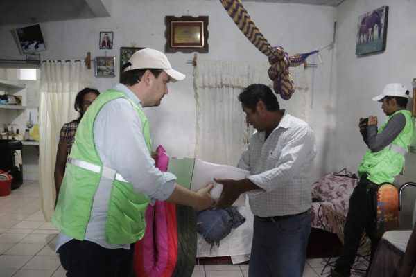 Beneficia Fernando Castellanos a 120 familias damnificadas de La Misión