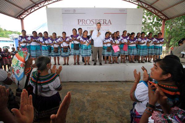 Redoblemos esfuerzos contra la pobreza: Velasco