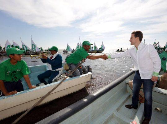 Gobierno de MVC respalda economía de familias pescadoras