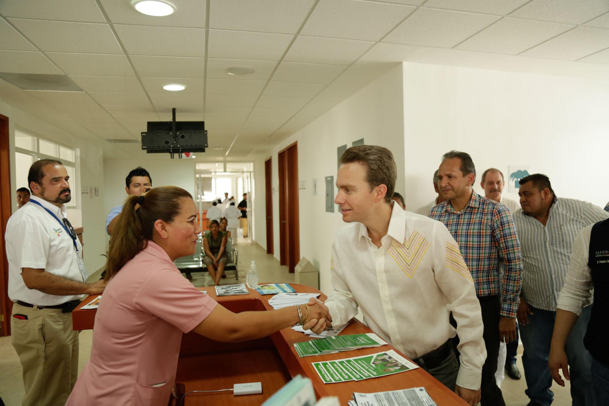 Fortalecemos servicios de salud en la frontera sur: Velasco