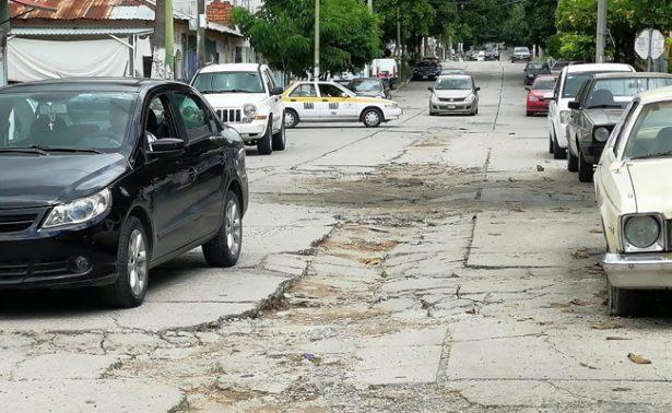 Denuncian calles en pésimo estado
