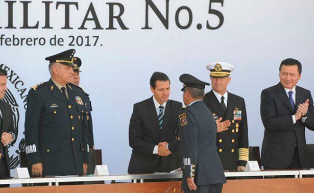 Peña Nieto preside 102 aniversario de la Fuerza Aérea Mexicana