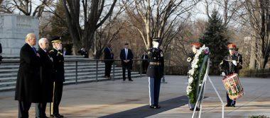 Trump deposita ofrenda floral en tumba del soldado desconocido