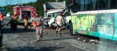 Al menos 18 turistas lesionados tras accidente carretero en Xcaret