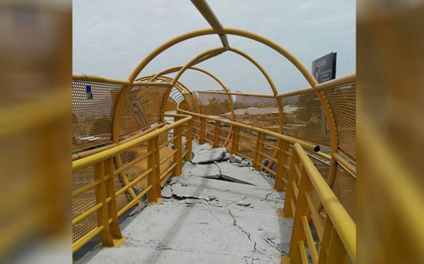 Grúa deja severos daños en puente peatonal sobre la México-Puebla