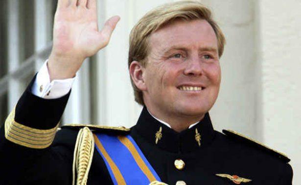 El rey Guillermo de Holanda pilotea vuelos de pasajeros de incógnito