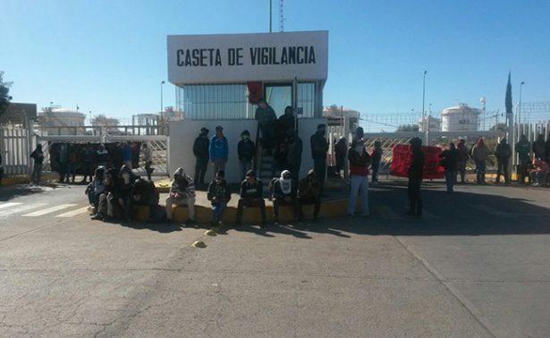Estudiantes bloquean acceso de Pemex en Zacatecas