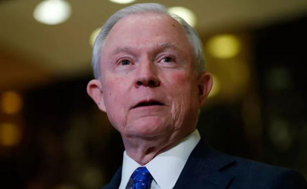 Congreso de EU elige al republicano Jeff Sessions como fiscal general