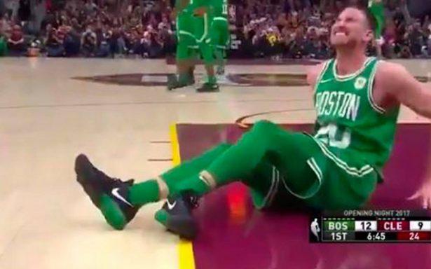 ¡Horror! Gordon Hayward, jugador de los Celtics, se rompe la pierna en pleno juego